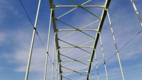 ランガー形式のアーチ橋です