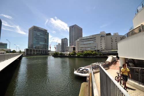 横浜ベイクォーターに来とります。